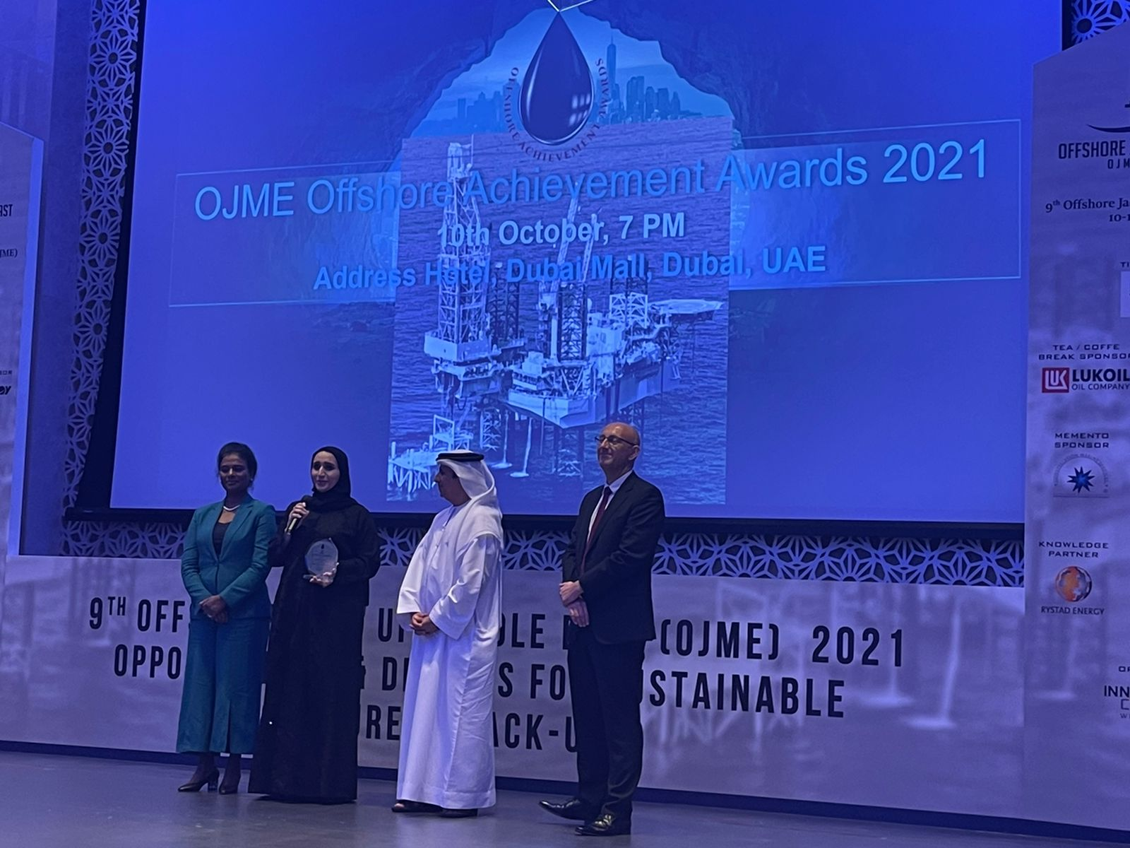 """H.E Eng.Hessa AlMalek awarded with """"Personality of the Year"""" at OJME 2021"""